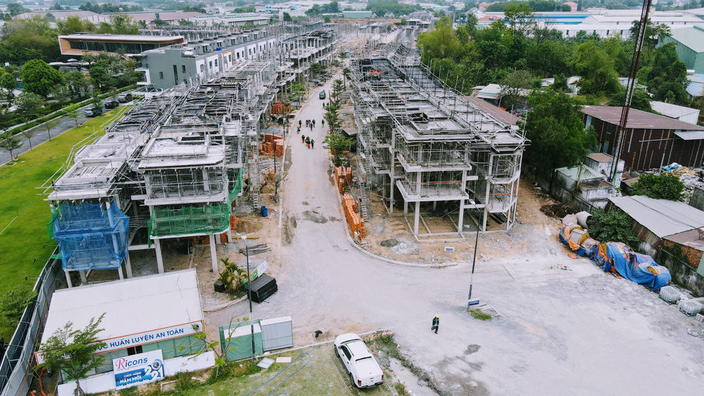 the-standard-Thi-cong-tang-mai-khu-LK3-4